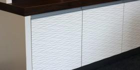 Reliefplatten als Möbelfront